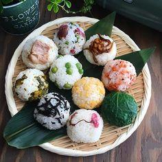 おうちごはん編集部さんはInstagramを利用しています:「delicious photo by @aya_m08 温かい休日、お花見を楽しまれている方もいらっしゃるのでは無いでしょうか🌞みなさんのご近所ではいかがですか😊? 今日は新年度のスタートにおめでたいメニューをご紹介!㊗️🙌 @aya_m08…」 Cute Food, Good Food, Yummy Food, Japanese Dishes, Japanese Food, Bento Recipes, Exotic Food, Aesthetic Food, Food Menu