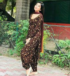 Punjabi Suit Neck Designs, Patiala Suit Designs, Punjabi Fashion, Indian Fashion, Boho Fashion, Punjabi Suits Designer Boutique, Indian Designer Suits, Punjabi Dress, Pakistani Dresses