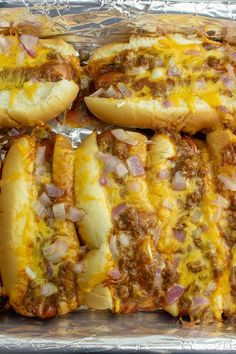 Quick and simple, these oven chili cheese dogs are made right in the pan - with melted cheese, hot chili and a toasty bun. Oven Hot Dogs, Baked Hot Dogs, Hot Dog Recipes, Pork Recipes, Cooking Recipes, Cheesy Recipes, Baked Chili Cheese Dogs, Hot Dog Toppings, Hot Dog Chili