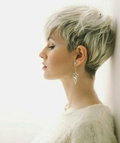 10 Latest Pixie Haircut Designs for Women – Super-stylish Makeovers Take a look at these trendy makeovers, showcasing the latest pixie haircut designs for women of all ages! I challenge anyone to browse through . Short Pixie Haircuts, Pixie Hairstyles, Short Hairstyles For Women, Hairstyles 2018, Undercut Hairstyles, Pixie Haircut Round Face, Fine Hair Pixie Cut, Fine Hair Haircuts, Short Hair Cuts For Women Edgy