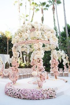 The ceremony is the most thrilling aspects of the celebration. You need the perfect wedding decor! We collected wedding ceremony decorations. Wedding Altars, Wedding Ceremony Decorations, Wedding Themes, Wedding Designs, Wedding Venues, Ceremony Arch, Wedding Favors, Mod Wedding, Floral Wedding