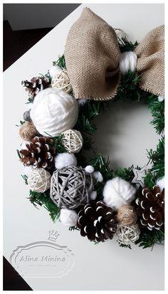 новогодний венок своими руками, венок с клубками, с шишками, с льняным бантом, handmade, ручная работа Алины Мининой https://vk.com/alinaminina_toys