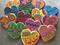 Henna Hearts Valentines Day Treats, Valentine Cookies, Henna Heart, Heart Cookies, Henna Patterns, Cookie Decorating, Stencils, Hearts, Beautiful