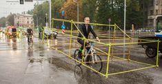 Cyklisté vtipně předvedli, kolik místa zbytečně zabírají auta - Echo24.cz Riga, Car Costume, Automobile, First Car, Car Show, Cars, Highlight, Urban Intervention, Jeremy Clarkson