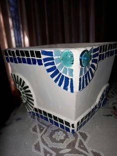 Butterfly Mosaic, Mosaic Flower Pots, Mosaic Pots, Mosaic Garden, Mosaic Crafts, Mosaic Projects, Tile Design, Lamp Design, Mosaic Bottles