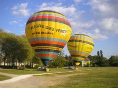 Les montgolfières sont gonflées et prêtes à décoller pour admirer le #ValdeLoire !  Merci Rebecca Demecheleer