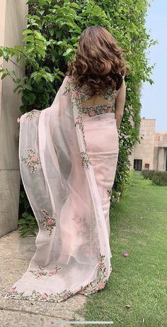 Dress Indian Style, Indian Fashion Dresses, Indian Designer Outfits, Indian Wear, Asian Fashion, Trendy Sarees, Stylish Sarees, Half Saree Designs, Saree Blouse Designs