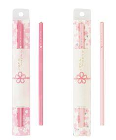 商品ラインアップ(左:河津桜の鮮やかなピンク色、右:ソメイヨシノの淡いピンク色)