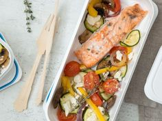Low-Carb-Lachs mit Ofengemüse