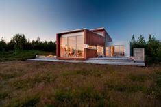 Wohnhaus Glasfront Flachdach Holzfassade-Verkleidung Holzdeck