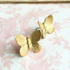 Bird Earrings, Butterfly Earrings, Cute Earrings, Displaying Crystals, Cozy Fashion, Woodland Wedding, Pink Aesthetic, Best Friend Gifts, Nature Inspired