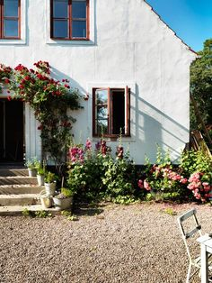 Could you while away summer days in this Swedish garden? my scandinavian home: Could you while away summer days in this Swedish garden? Exterior Design, Interior And Exterior, Outdoor Spaces, Outdoor Living, Outdoor Benches, Interior Photography, Scandinavian Home, Garden Inspiration, My Dream Home