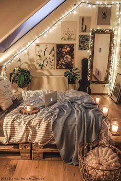 Dream Rooms, Dream Bedroom, Home Bedroom, Cozy Teen Bedroom, Cozy Small Bedrooms, Apartment Bedroom Decor, Bedroom Wall, Master Bedroom, Cute Bedroom Decor