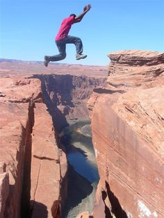 05-horseshoe-bend-jaquavian-high-jumping-the-canyon-large.jpg (576×768)