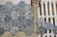 carrelage hexagonal carreaux de ciment à motifs bleus et blancs                                                                                                                                                                                 Plus