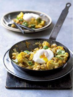 7x recept met kikkererwten | Pilav met bloemkool, kikkererwten en gepocheerd ei | ELLE Eten