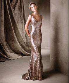 CORELA. Understated long, mermaid party dress with gemstones and a plunging v-neckline that shows off the figure. A splendid creation for a glittering night.