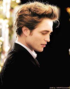 Edward Cullen (Robert Pattinson) 'TheTwilight Saga' ❤ A. Twilight Saga Quotes, Twilight Saga Series, Twilight Edward, Twilight Cast, Edward Bella, Twilight New Moon, Twilight Movie, Robert Pattinson Twilight, Edward Cullen Robert Pattinson