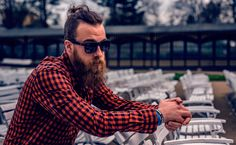Descubre que % de hipster eres, y compite con tus amigos para conocer cuál de ellos es un auténtico maestro hipster.