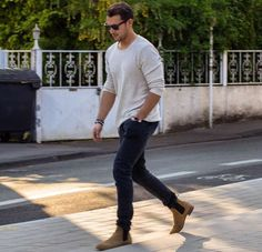Men and women consider jeans to be a bit of casual clothing you could wear with anything, anyhow. In such an instance, jeans aren't taboo, but Chelsea Boots Outfit, Tan Chelsea Boots, Botas Chelsea, Style Casual, Men Casual, Mode Outfits, Casual Outfits, Tommy Hilfiger Shirt, Style Masculin