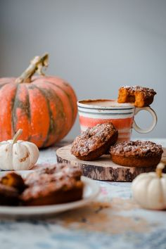 Baked Pumpkin Doughnuts with Cardamom Crumble. So EASY, fluffy, and cozy!
