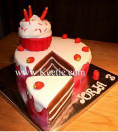 Mooie taart met apart puntje en cupcake