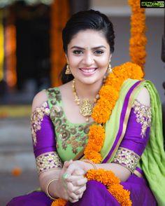 Sreemukhi in Sony Fashions Sony Reddy Half Saree Beautiful Girl Photo, Beautiful Girl Indian, Most Beautiful Indian Actress, Most Beautiful Women, Beautiful Models, Simply Beautiful, Beautiful Bollywood Actress, Beautiful Actresses, Tori Tori