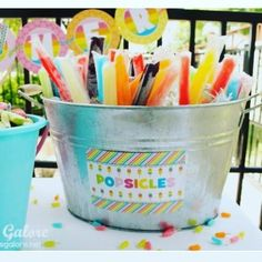 20 Easy & Creative Outdoor Party Projects Find the perfect projects for DIY ways to dress up your backyard for summer parties! The post 20 Easy & Creative Outdoor Party Projects appeared first on Outdoor Ideas. Park Birthday, 3rd Birthday Parties, 2nd Birthday, Beach Ball Birthday, Birthday Ideas, Sommer Pool Party, Pool Party Kids, Teen Pool Parties, Pool Party Snacks