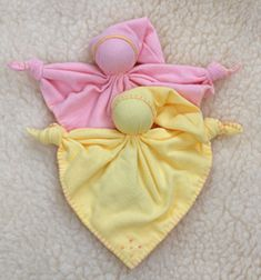 another pinner said, My oldest dd favorite doll was one of these. She loved her for year much more then the fancy waldorf dolls I made her. Doll Crafts, Baby Crafts, Sewing Crafts, Sewing Projects, Crafts For Kids, Waldorf Crafts, Waldorf Toys, Quilt Pattern, Pillowcase Dress Pattern