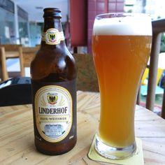 Cerveja Linderhof Hefe-Weissbier, estilo German Weizen, produzida por Cervejaria Dortmund, Brasil. 5% ABV de álcool.