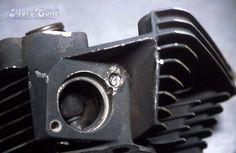 【No.01】  EVOのエキゾーストポートのスタッドが折れたのを修理します。ボルトが折れたままでしばらく走行したので 土台がひどくいたんでいます。 Next→No.02 #motorcycle #harley #evo  #repair #head #screw #bolt #バイク #ハーレー #エボ #修理 #ヘッド #ネジ #ボルト