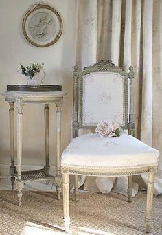 Vintage Beauty: Vintage Decor: Chair