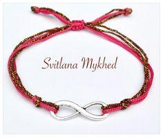 Bracelet Infini métal argenté . Cordon satin dorè, rose. Fermeture coulissante. : Bracelet par perles-et-couronnes