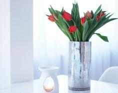 tulipany, kwiaty, stół