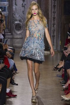 Sparkly embellishments are a S13 trend. And here Giles do not disappoint.