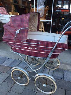 FINN – Antikk Simo dukkevogn Vintage Pram, Vintage Dolls, Dolls Prams, Baby Buggy, Baby Strollers, Retro, Children, Baby Prams, Young Children