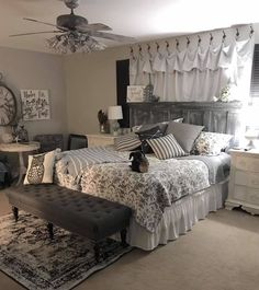 53 inexpensive farmhouse style ideas for bedroom decorating 24 Master Bedroom Makeover, Home Bedroom, Bedroom Makeover, Farmhouse Bedroom Decor, Farmhouse Decor Living Room, Master Bedrooms Decor, Bedroom Decor, Beautiful Bedrooms, Remodel Bedroom
