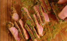 Bife grelhado de contrafilé com molho de mostarda - Receitas - GNT