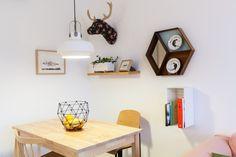 suelo blanco puerta corredera estilo nórdico escandinavo diseño nórdico decoración pisos pequeños decoración interiores blog decoración nórdica antes después reforma piso
