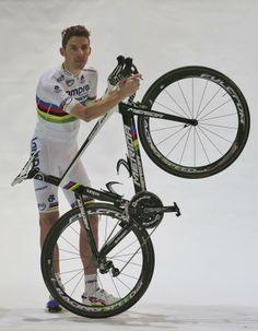 Gallery: Rui Costa shows new jersey and bike - Rui Costa with his new Merida