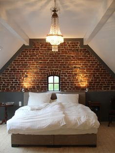 Wood Bedroom A beautiful alliance between modern and traditional for this room. Loft Room, Bedroom Loft, Home Bedroom, Bedroom Decor, Master Bedroom, Bedrooms, Brick Wall Bedroom, Gray Bedroom, Exposed Brick Bedroom