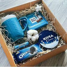 Diy Gift Baskets, Christmas Gift Baskets, Christmas Gifts For Friends, Xmas Gifts, Christmas Boxes, Winter Christmas, Christmas Presents For Couples, Christmas Gift Ideas, Blue Gift Basket