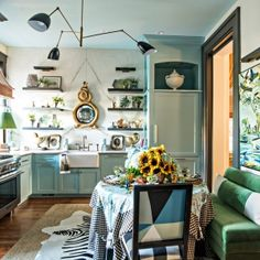 Southern Style Now 2017 Kitchen Before & After – Lisa Mende Design Kitchen Without Island, Eat In Kitchen, Classic White Kitchen, White Kitchen Cabinets, Southern Style, Beautiful Kitchens, Scandinavian Style, Warm And Cozy, Dining Area