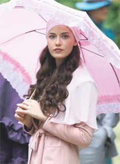 fahriye evcen çalıkuşu - Google'da Ara Turkish Fashion, Turkish Beauty, Kurt Seyit And Sura, Beautiful People, Beautiful Women, Perfect Woman, Singing In The Rain, Turkish Actors, Beautiful Actresses