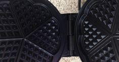 Super lecker schlecker Waffeln - Waffelteig auf Vorrat, ein Rezept der Kategorie Backen süß. Mehr Thermomix ® Rezepte auf www.rezeptwelt.de Waffle Iron, Super, Kitchen Appliances, Food, Waffles, Thermomix, Bakken, Recipies, Diy Kitchen Appliances