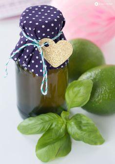 Post aus meiner Küche #sommerimglas : Limettensirup mit Basilikum für infused water oder den nächsten Cocktail Abend und Gin Tonic