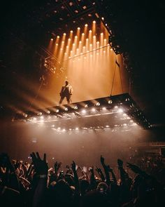 kanye west - the saint pablo tour Stage Lighting Design, Stage Set Design, Event Design, Saint Pablo, Concert Stage Design, Concert Lights, Hip Hop, Decoration Originale, Concert Photography