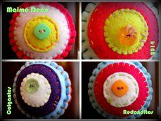 Maimé Deco para Arte Latino Colgantes para Tirantes (Manijitas, Llaves de Muebles, Pendorchos ) realizados en Paño, Trapos de Piso y de Cocina con apliques de cintas, Flores al Crochet, Botones Heredados y rellenos de Vellón Siliconado.