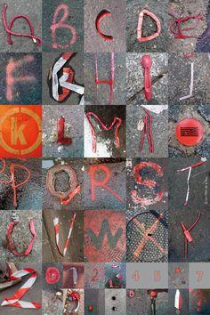 ALPHABITUMES rouge  Les ALPHABITUMES sont des lettres captées  sur le bitume !