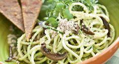 Recette Poke Bowl, Spaghetti, Pistachio Pesto, Basil Pesto, Ravioli, Vegetable Recipes, Risotto, Vegan Recipes, Pizza